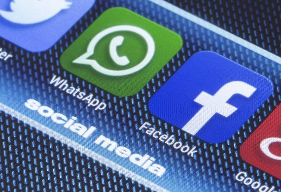 Создатель WhatsApp попросил удалить Facebook